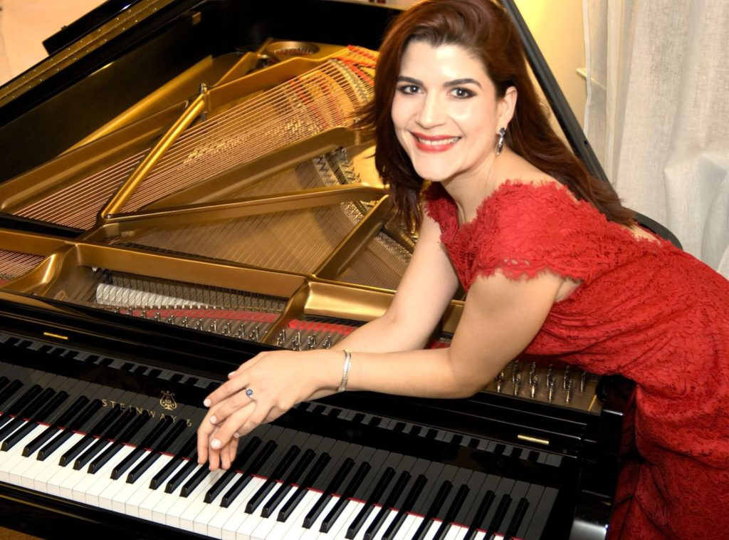 Pianist and Mezzo-Soprano Brazilian Divides Your Musical Passion
