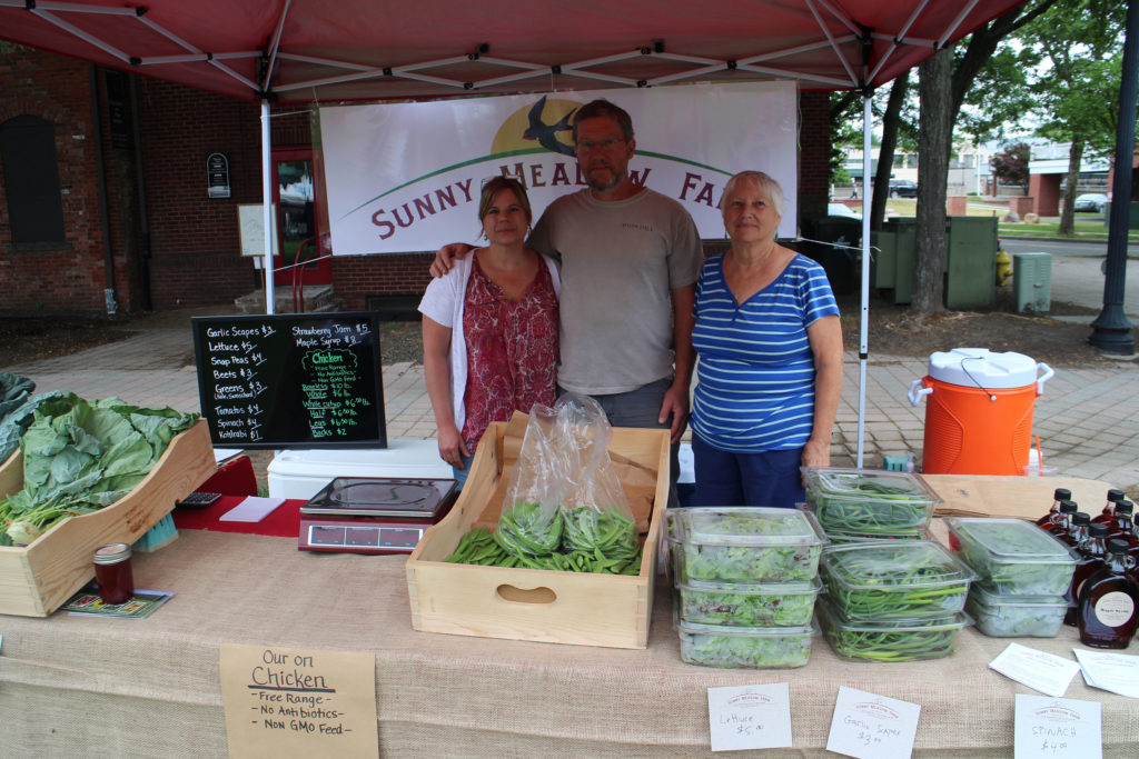 Danbury Farmers Market Brings Fresh Food to Local Community