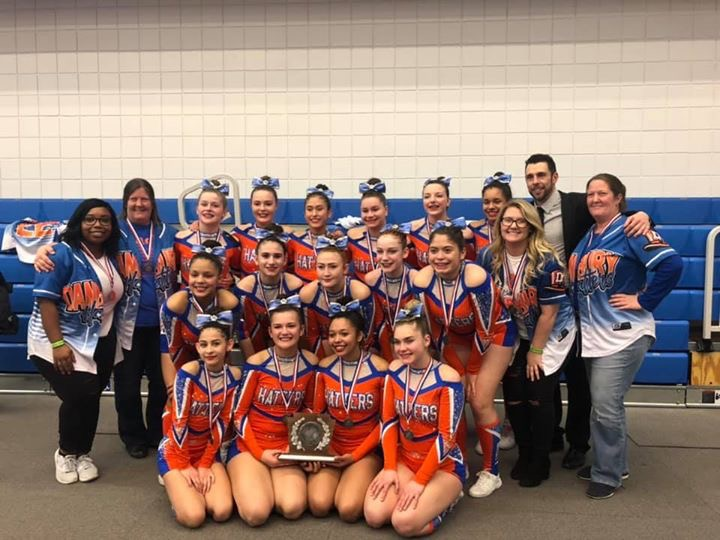 dhs-cheer-at-regionals